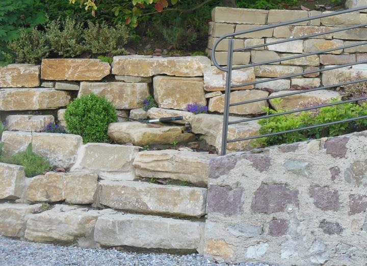Pezzi speciali e personalizzati in pietra di credaro - Muri da giardino ...
