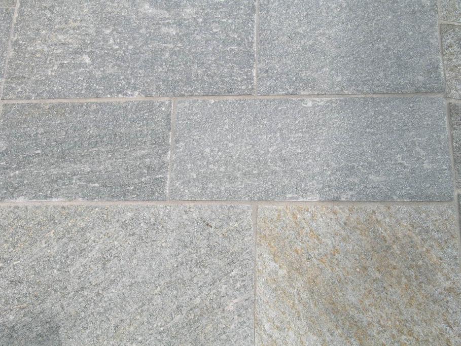 Pavimento In Pietra Di Luserna : Pavimenti in pietra di luserna cava bettoni
