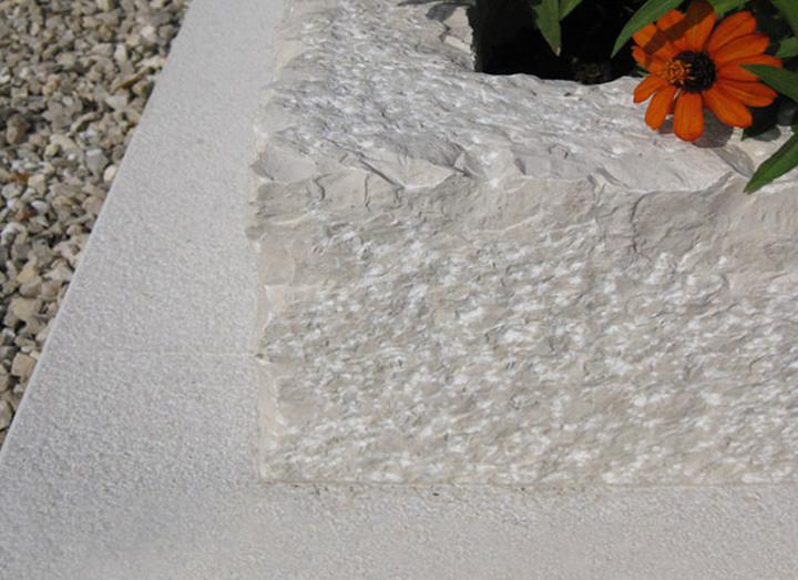Manufatti in pietra di credaro cava bettoni for Arredo funebre