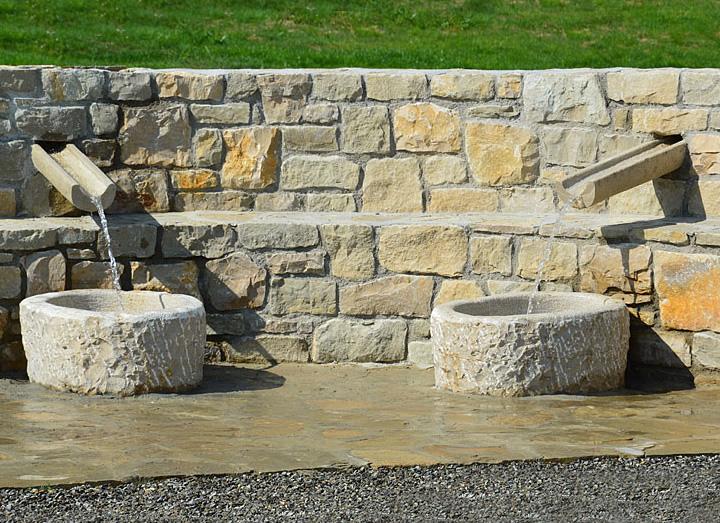 Decorazione ville residenze e giardini in pietra cava for Pietre piatte per giardino