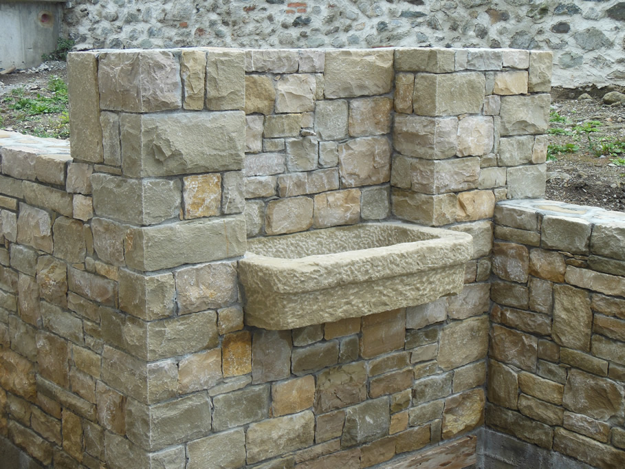 Fontane in pietra di credaro cava bettoni - Lavandini in pietra da esterno ...