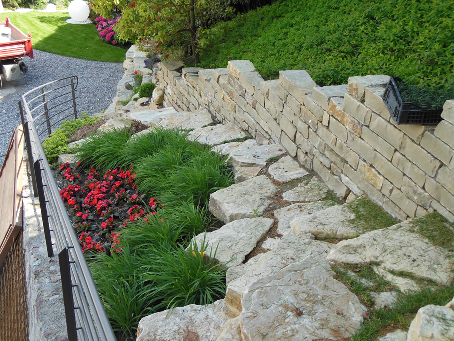 Muri a secco e giardini rocciosi in pietra di credaro cava bettoni - Scale per giardini ...