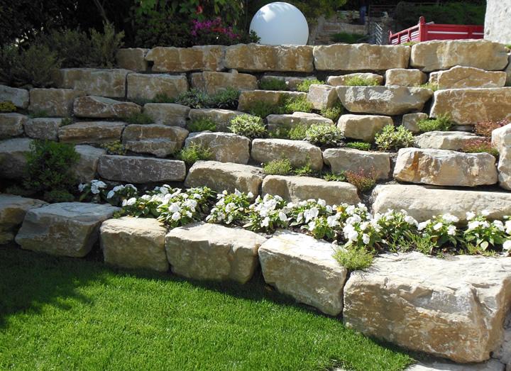 Aiuole in pietra a secco lt33 regardsdefemmes - Muretti in pietra giardino ...