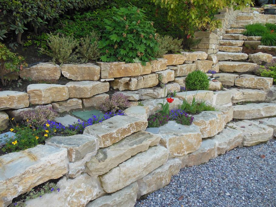 Muri a secco e giardini rocciosi in pietra di credaro - Immagini di aiuole da giardino ...