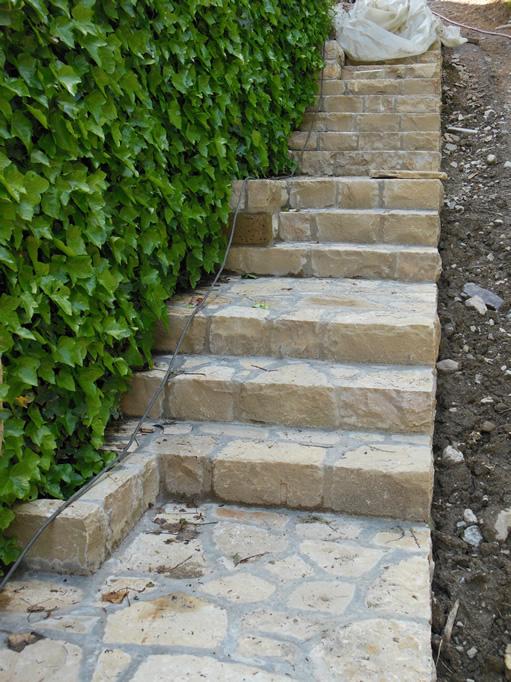 Scale e decorazioni in pietra per giardini cava bettoni - Scale per giardini ...