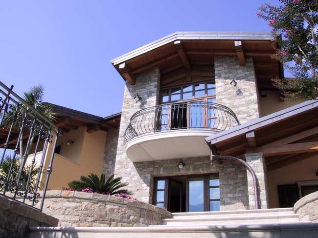 Fabulous assez decorazione ville residenze e giardini in - Facciata esterna casa ...