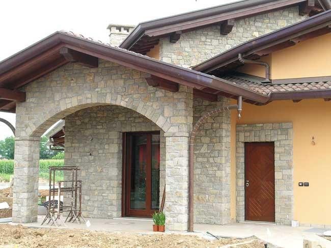 Decorazione ville residenze e giardini in pietra cava for Facciate di case in mattoni e pietra