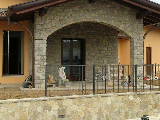 Rivestimento villa in pietra di credaro a capriate san for Foto ville in pietra