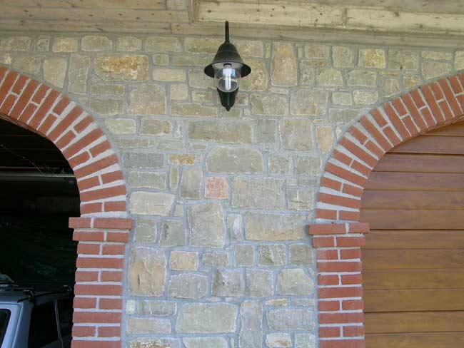 Rivestimento in pietra di credaro di villa a marmentino for Mattoni e pietra americani