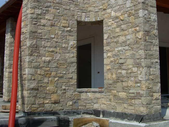 Rivestimento villa a travagliato in pietra di credaro for Pietra di credaro rivestimenti